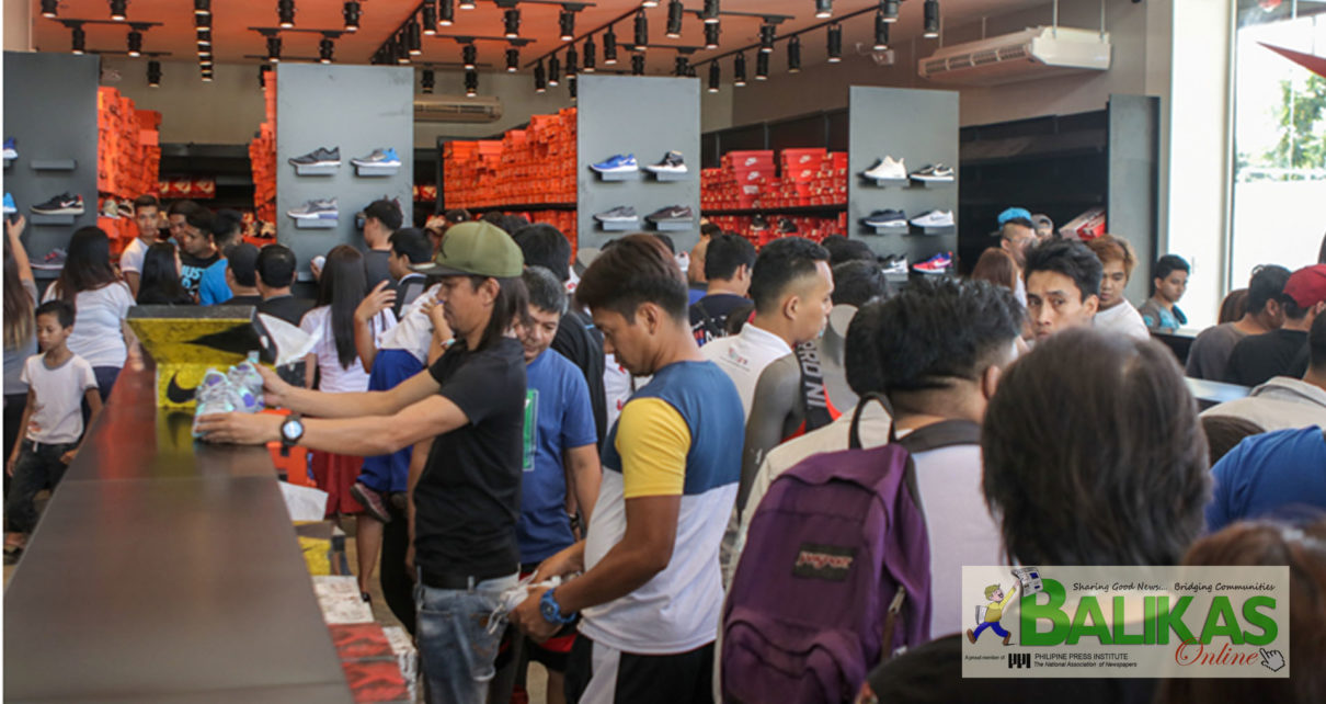 Grande Árbol de tochi Solitario  The Outlets at Lipa mixes shop and play, largest outlet mall in PH –  Balikas Online